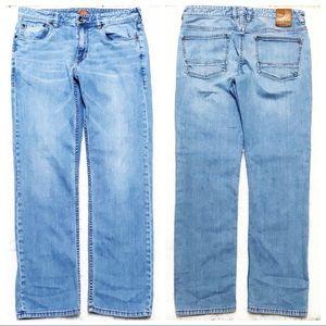 TOMMY BAHAMA Light Indigo Wash Sand Drifter Jeans